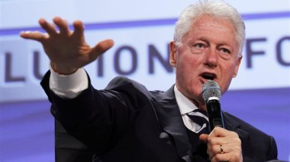 Ο Μπιλ Κλίντον υπερασπίζεται την Χίλαρι και την περιουσία τους