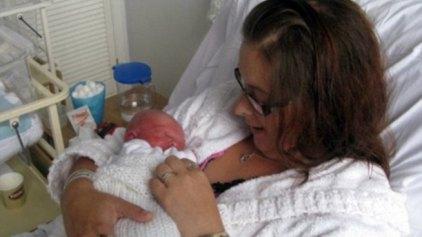 Απίστευτο: Έμαθε πως ήταν έγκυος 4 ώρες πριν γεννήσει