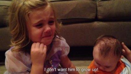5χρονη δε θέλει να μεγαλώσει το αδερφάκι της