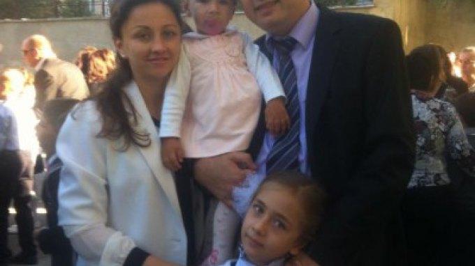 Μολδαβός βουλευτής κλαίει δημόσια και ζητάει συγνώμη από τη γυναίκα του