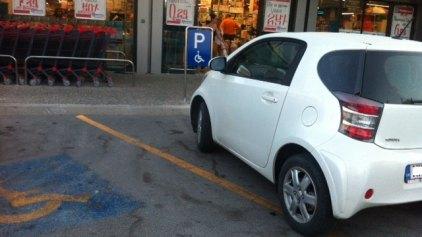 Γιατί να μην παρκάρεις...μέσα στο κατάστημα