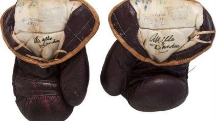 Για 400.000 δολάρια πουλήθηκαν τα γάντια του Μοχάμεντ Αλι