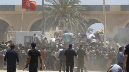 Η Τυνησία έκλεισε τη μεθοριακή διάβαση με τη Λιβύη