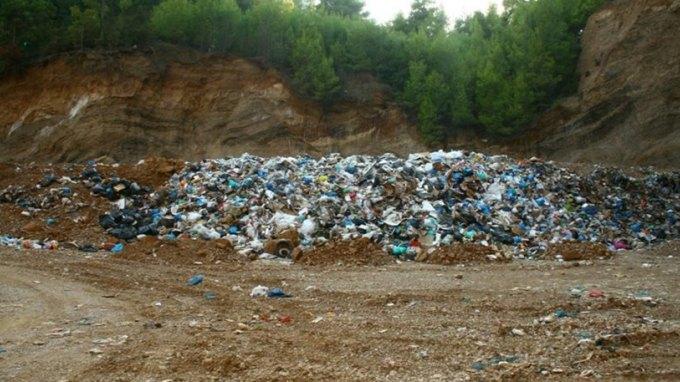 Διάθεση 785.200 ευρώ σε πέντε νομούς για τις ανεξέλεγκτες αποθέσεις «επικίνδυνων αποβλήτων»