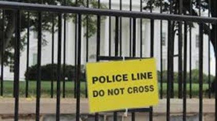 Από καθαρή τύχη συνελήφθη ο εισβολέας του Λευκού Οίκου