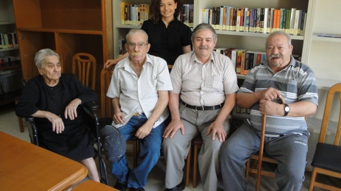 Ηλικιωμένοι μαθητές πήραν απολυτήριο δημοτικού στα ... 92 τους χρόνια!