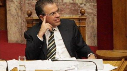 Ντινόπουλος: «Δεν υφίσταται αίτημα για ελληνική ιθαγένεια από τον τέως βασιλιά Κωνσταντίνο»
