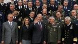 Σε κλίμα συγκίνησης παρέδωσε το υπουργείο Εθνικής Άμυνας ο Δ. Αβραμόπουλος