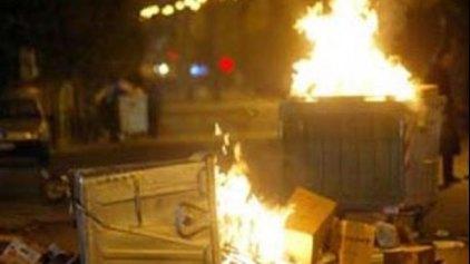 Μικροεπεισόδια τη νύχτα με φωτιές σε κάδους γύρω από το Πολυτεχνείο