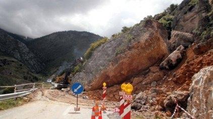 Γεωλόγοι μεταβαίνουν στα Καλάβρυτα για αυτοψία στο χωριό Πλάκα