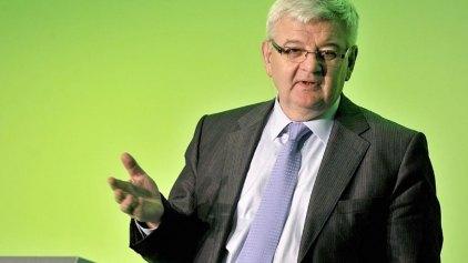 Γ. Φίσερ: Η Α. Μέρκελ πρέπει να αποδεχθεί την κατάρρευση της πολιτικής λιτότητας