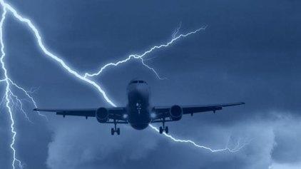 """Κεραυνός """"χτύπησε"""" αεροσκάφος! - """"Νομίζαμε ότι πήρε φωτιά το αεροπλάνο"""" - λένε οι επιβάτες της πτήση"""