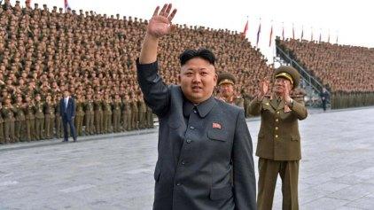 Ο Κιμ Γιονγκ Ουν λανσάρει 300 νέα συνθήματα για «εθνική ανάταση»