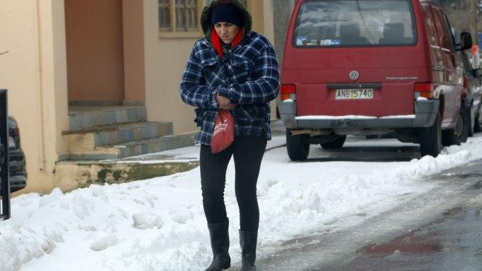 Επικίνδυνο ... πατινάζ στους δρόμους της Κρήτης με τον παγετό