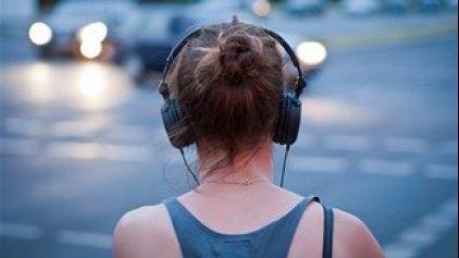 Η δυνατή μουσική απειλή για την ακοή των νέων