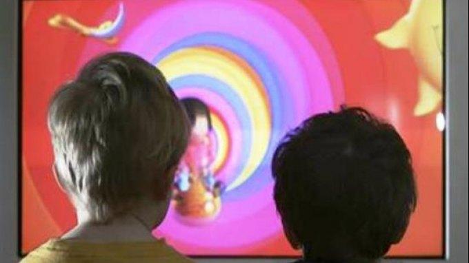 Η πολλή τηλεόραση αυξάνει την πίεση των παιδιών
