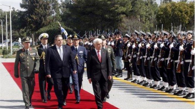 Στο υπουργείο Αμυνας ο Προκόπης Παυλόπουλος