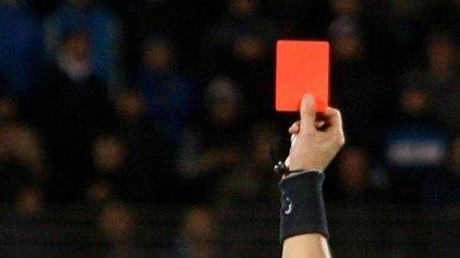 Διαιτητής έδωσε 15 κόκκινες κάρτες σε ένα αγώνα!