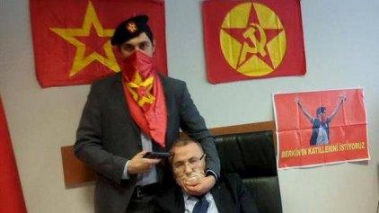 Ομηρία-σοκ: Ακροαριστεροί απειλούν να σκοτώσουν Τούρκο εισαγγελέα