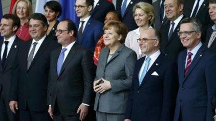 Μέρκελ-Ολάντ στο Βερολίνο στο πλαίσιο του γαλλογερμανικού συμβουλίου