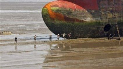 Η ΕΕ απαγορεύει τo «αίσχος» της διάλυσης πλοίων σε παραλίες