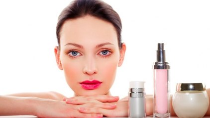 Οι γυναίκες βάζουν κατά μέσο όρο 168 χημικές ουσίες στο σώμα τους κάθε μέρα