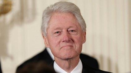 Αναγκαστική προσγείωση για αεροπλάνο που επέβαινε ο Μπιλ Κλίντον