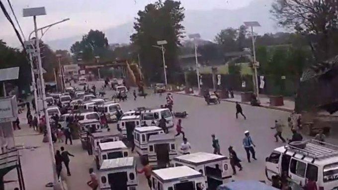 Συγκλονιστικό βίντεο από το Νεπάλ: Κτίριο καταρρέει πάνω σε πολίτες