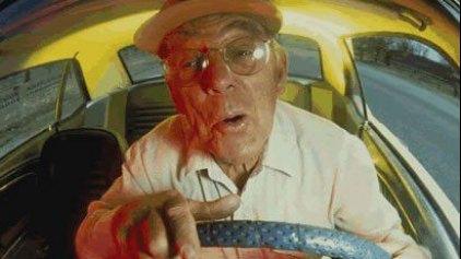 Γκαζιάρης παππούς με δίκυκλο ...στο αντίθετο ρεύμα!