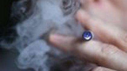 ΕΕ: Με τα e-τσιγάρα σπανίως κόβεται το κάπνισμα