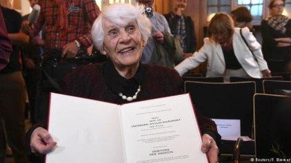 Πήρε στα 102 το πτυχίο που της στέρησαν οι ναζί!