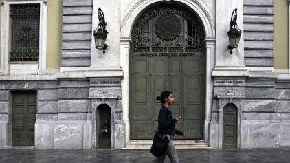 NYT: Ο καλός και ο κακός τρόπος να σωθούν οι ελληνικές τράπεζες