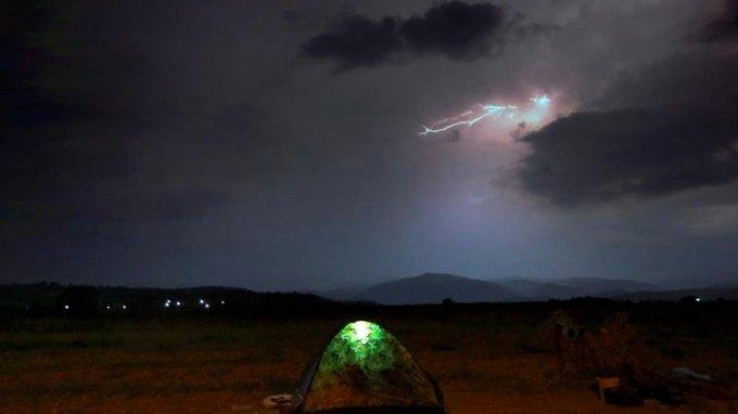 Συγκλονιστικές φωτογραφίες από τα σύνορα Ελλάδας-ΠΓΔΜ