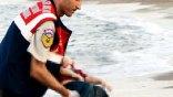 «Παγωμένη και αποσβολωμένη» η φωτογράφος που απαθανάτισε τον τρίχρονο Αϊλάν νεκρό
