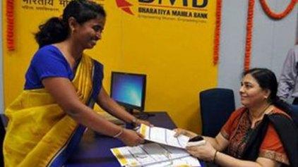 Ινδία: Μια τράπεζα που σέβεται και χρηματοδοτεί τις γυναίκες