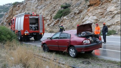 Ανατροπή οχήματος στον ΒΟΑΚ με δύο εγκλωβισμένους
