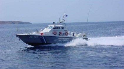 Ακυβέρνητο πλοίο με εννέα επιβαίνοντες ανοιχτά της Άνδρου