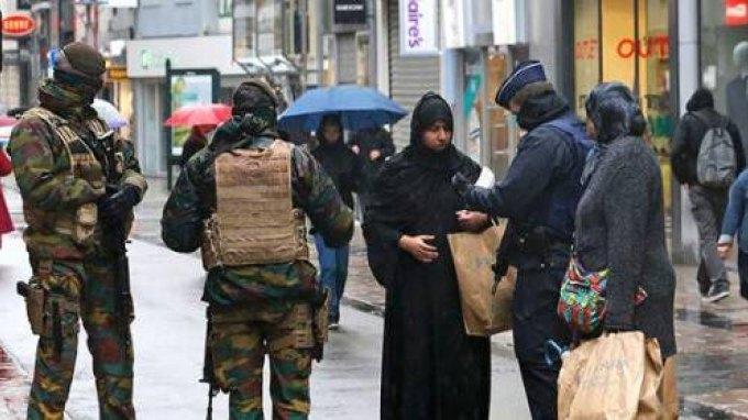 Γαλλία: Πάνω από 1.200 έρευνες και 165 προσαγωγές μετά τις επιθέσεις