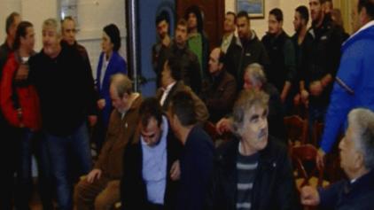 Οι αγρότες αποδοκίμασαν, έντονα, τον βουλευτή του ΣΥΡΙΖΑ!