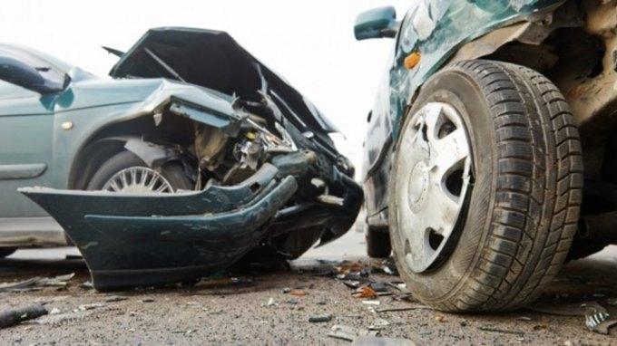 Τροχαίο ατύχημα - στο σημείο, το ΕΚΑΒ
