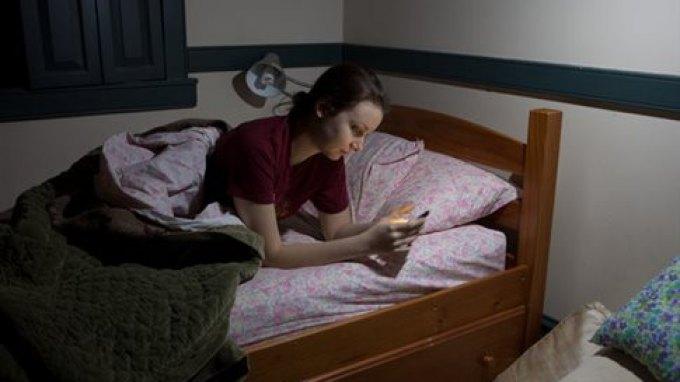 Τα κοινωνικά δίκτυα επηρεάζουν την ποιότητα του ύπνου μας