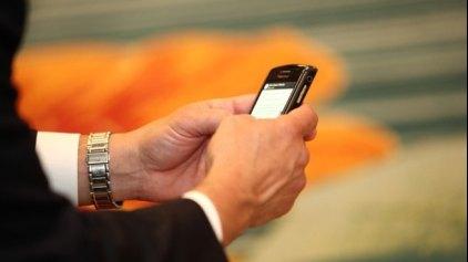 """Ένα δισεκατομμύριο ακόμη θα """"υποκύψουν"""" στα κινητά"""