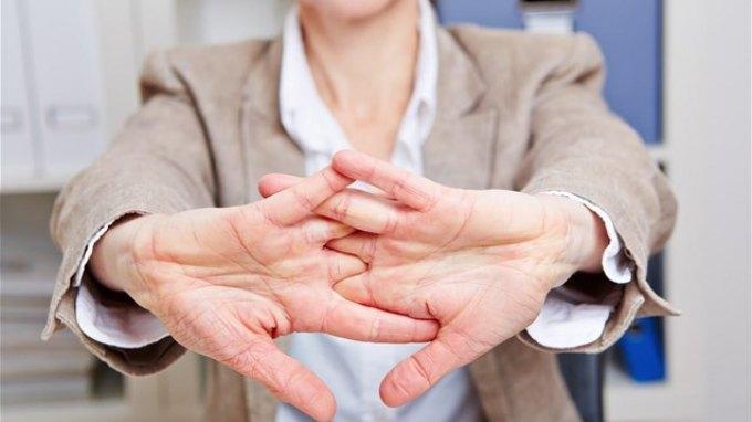 Ένζυμα από τον ίδιο τον ασθενή θεραπεύουν από χρόνιους πόνους των χεριών
