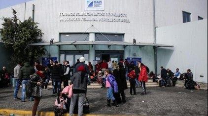 Σε τέσσερις σταθμούς οι πρόσφυγες στο λιμάνι του Πειραιά