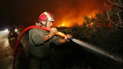 Δύσκολη νύχτα για την Πυροσβεστική