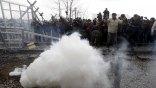 Η ΠΓΔΜ υπερασπίζεται τη χρήση δακρυγόνων στα σύνορα