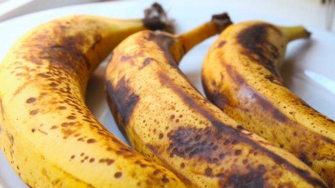 """Όσο πιο """"μαύρες"""" οι μπανάνες, τόσο το καλύτερο για την υγεία"""