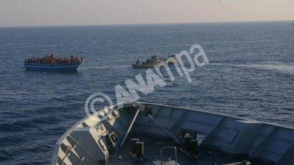 730 μετανάστες διασώθηκαν νότια της Σικελίας