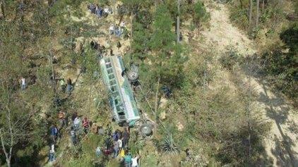 Λεωφορείο έπεσε σε φαράγγι - 19 νεκροί!