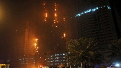 Φωτιά σε ουρανοξύστες στα Ηνωμένα Αραβικά Εμιράτα
